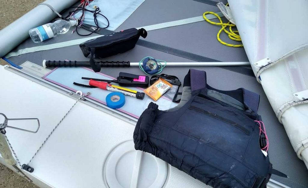 Safety kit for sailing
